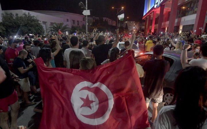TUNISIE : le président Kaïs Saïed tente de reprendre lamain
